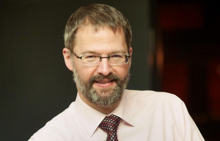 Le professeur Claude Mathieu, responsable de la nouvelle concentration de 2ecycle en lutte contre la criminalité financière à la maîtrise en administration de l'UdeS.