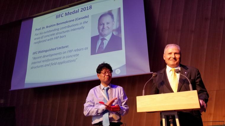 IIFC Medal 2018 remise au Pr Brahim Benmokrane par le président de l'IIFC, monsieurJian Fei Chen