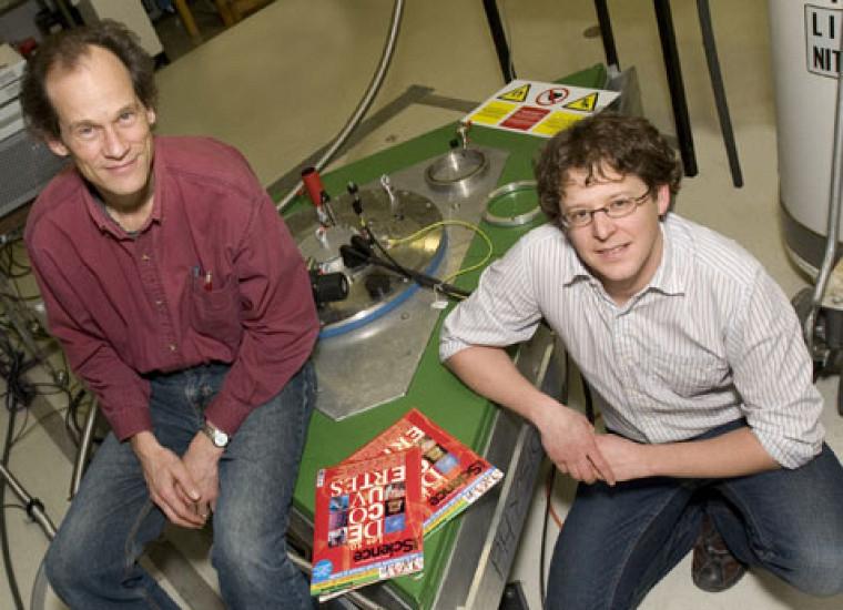 Les résultats des recherches de Louis Taillefer et Alexandre Blais figurent au palmarès des dix découvertes de l\'année selon le magazine Québec Science. Photo : Michel Caron