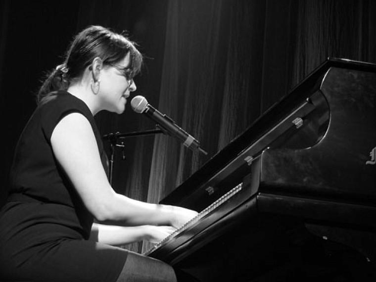 Andrée-Anne Lemelin lors de la prestation qui lui a valu le 1erprix de la finale provinciale d'Univers-cité en spectacles à Trois-Rivières.