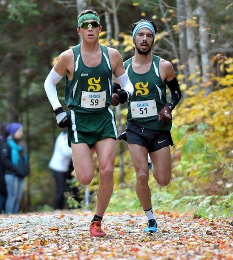 Thomas Windish et Marc-Antoine Crépeau, de l'équipe de cross-country Vert & Or.