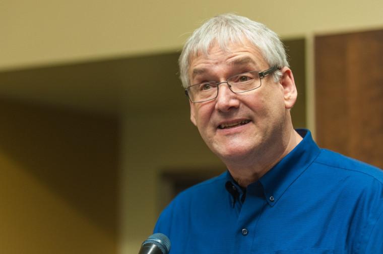 Le professeur Roch Hurtubise, directeur de l'École de travail social au moment de la réforme du baccalauréat, a pris la parole lors de la soirée de remise des prix.