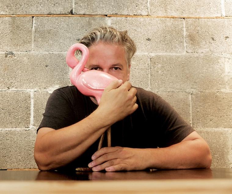 De retour sur scène, Daniel Bélanger présente les nouveaux titres de PALOMA et ses grands succès cumulés.