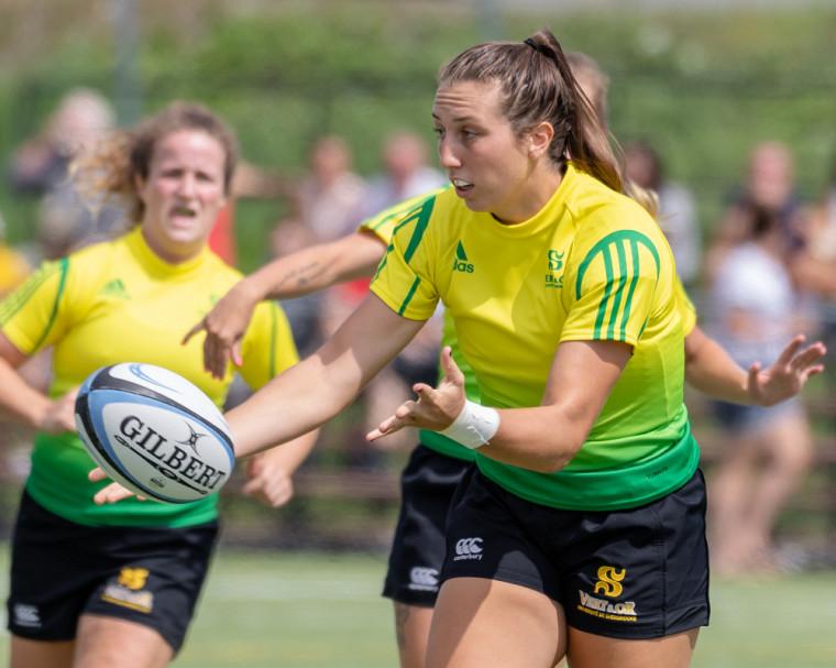 Marie-Pier Fauteux obtient le titre de joueuse par excellence du circuit universitaire québécois de rugby féminin.