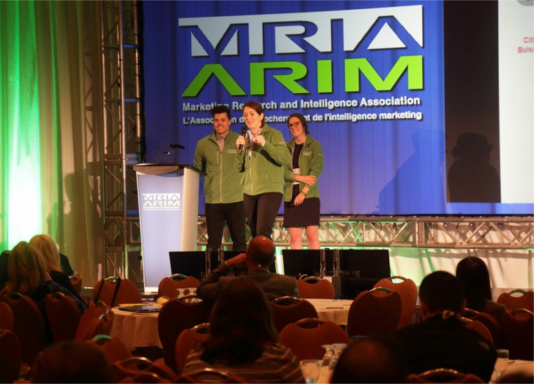 L'équipe championne de l'UdeS en pleine action lors du Concours pancanadien de l'Association de la recherche et de l'intelligence marketing (ARIM) 2016, présenté à Montréal.