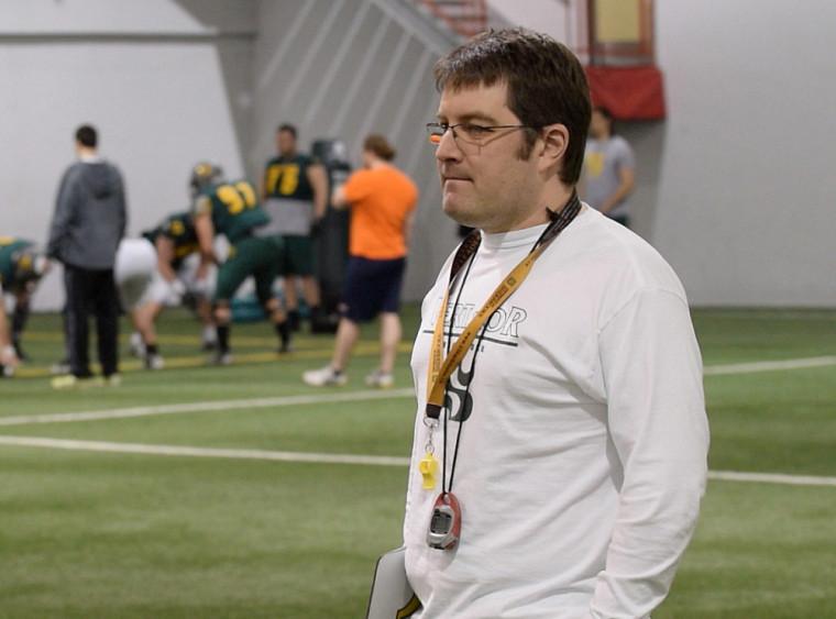 L'entraîneur-chef de l'équipe de football Vert & Or, David Lessard.