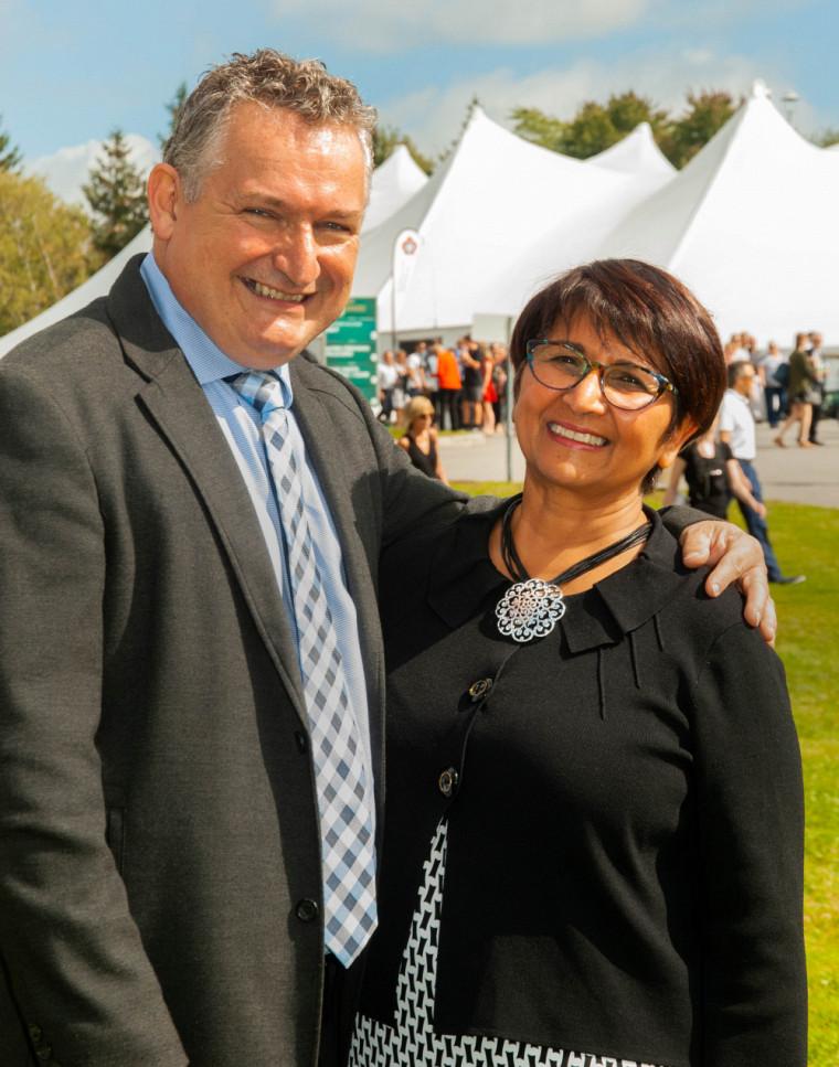 Luc Pinard et Soucila Badaroudine travaillent à l'UdeS depuis de nombreuses années, là où ils se sont rencontrés et même mariés.
