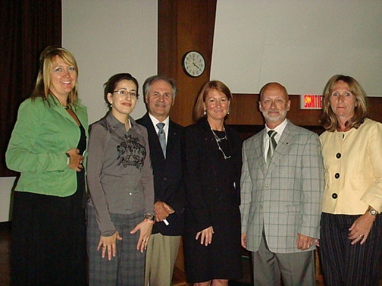 Le corps professoral Johanne Queenton,Jacqueline Dahan Luc Lajoie, la conférencière Mme Natahlie Larivière, Daniel Poisson et Suzanne Wells Pagé.
