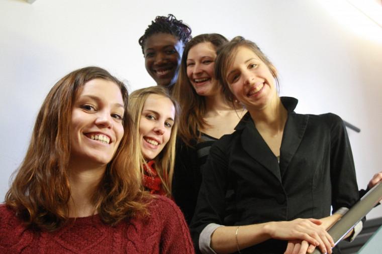Les cinq marraines de l'événement Les filles et les sciences: un duo électrisant!: Sarah Yapi, Julie Lamontagne, Candice Bernard, Marjorie Peyric et Mélanie Bourque.