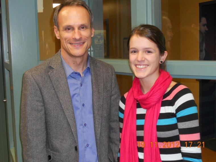 Christine Gendron en compagnie du directeur des études de 1er cycle, le professeur Jean Roy.