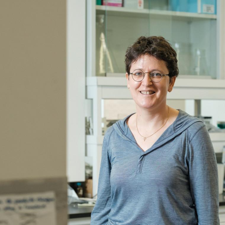 La professeure Céline Guéguen,du Département de chimie de la Faculté des sciences.