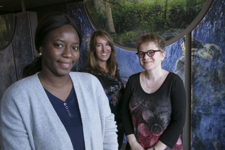 Fanta Fane, auxiliaire de recherche, Lucie-Caroline Bergeron, coordonnatrice de DIRA-Estrie, et la professeure Marie Beaulieu, titulaire de la Chaire de recherche sur la maltraitance envers les personnes aînées.