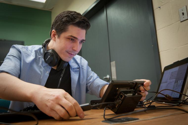 Sean Wood dans son bureau du Groupe de recherche NECOTIS (Groupe de recherche en Neurosciences Computationnelles et Traitement Intelligent des Signaux)