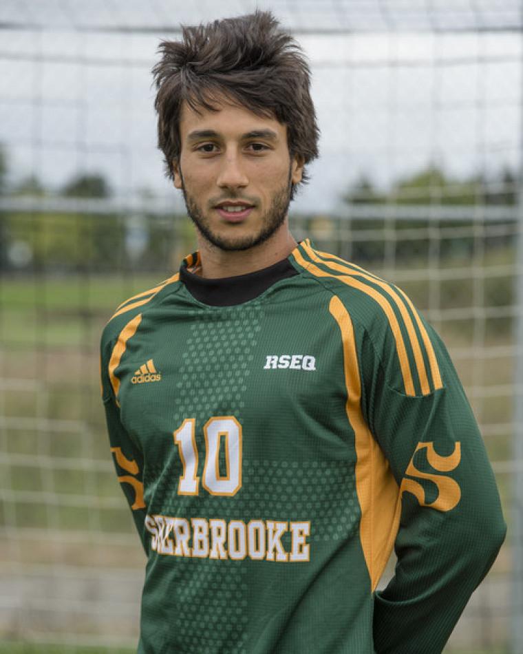 Ahmed Ghachem, étudiant au doctorat en gérontologie et athlète du Vert & Or (soccer).