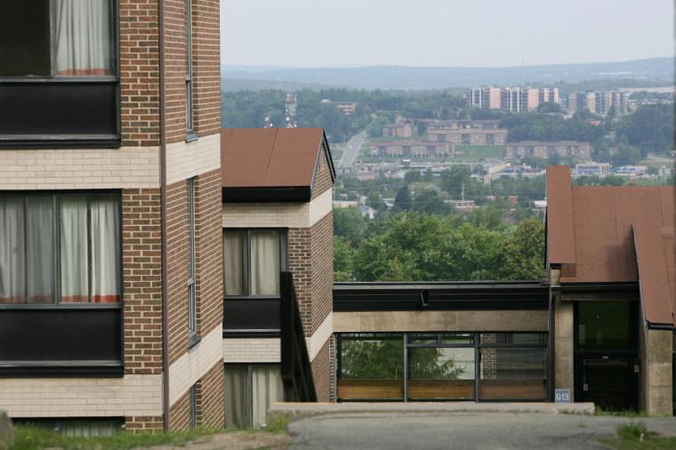 Environ 17 % des chambres en résidences ont été réservées pour les personnes étudiantes qui doivent s'isoler et respecter une quarantaine.