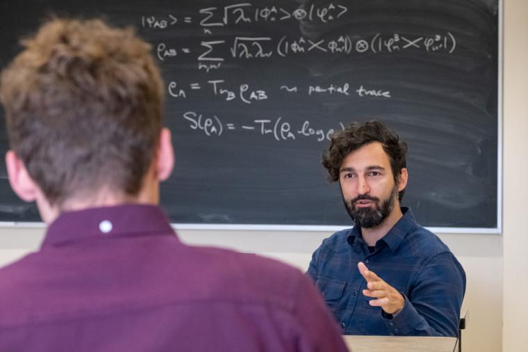 Le Pr Kourtis dirigera les travaux de la Chaire en calcul quantique au cours des 5 prochaines années.