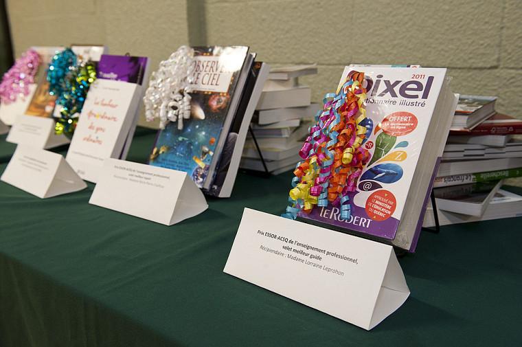 Les prix attribués aux récipiendaires ont été remis sous forme de livres.