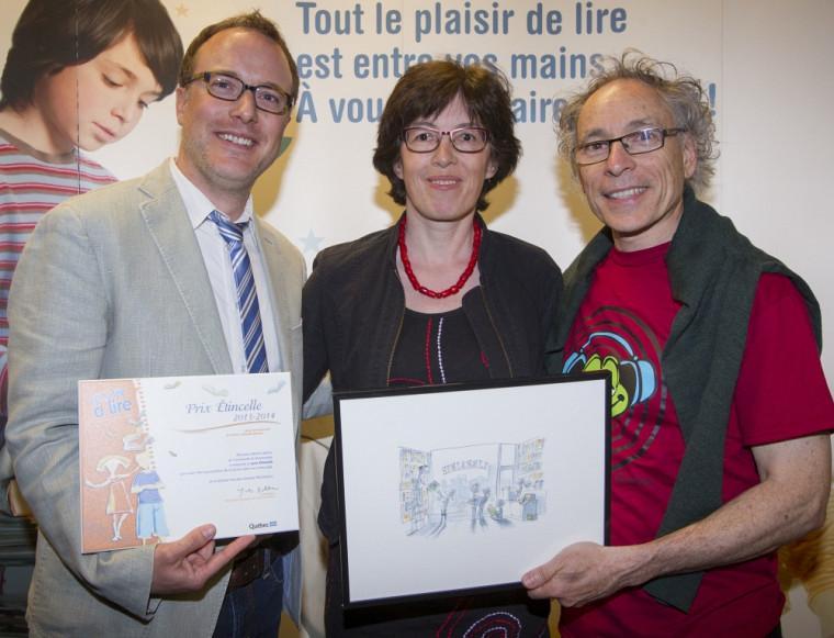 Martin Lépine accompagné de Christiane Blaser et de Jacques Goldstyn, auteur et illustrateur, qui a créé des œuvres personnalisées remises aux gagnants.