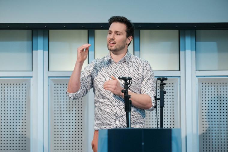 Maxime Tremblay, classé en deuxième position, a reçu un prix de 100 $ du vice-rectorat à la recherche et aux études supérieures (VRRES).