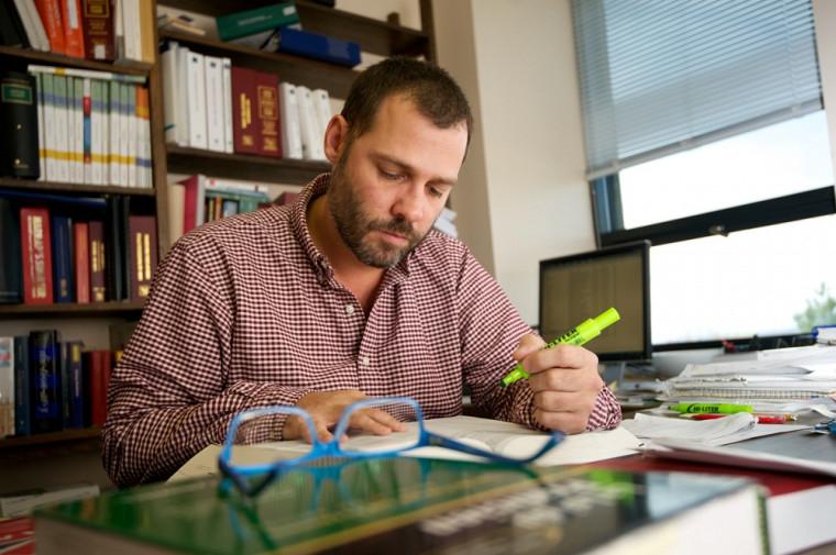 Le professeur Luc Grenon fait partie des 200 chercheurs de l'UdeS qui présenteront leurs travaux au Congrès.