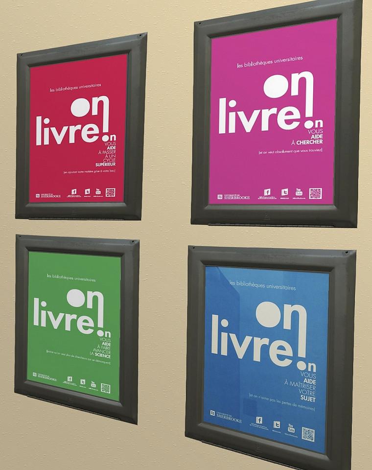 Des affiches semblables à celles-ci sont placardées à différents endroit des campus pour faire connaître les bibliothèques de l'UdeS.