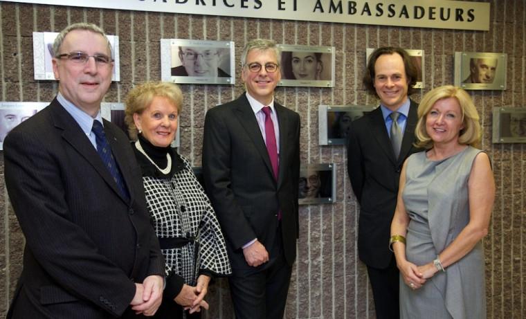Neville-Warren Cloutier (LL.B 1982), Monique Gagnon-Tremblay, ambassadrice 2012, Pierre Cardin (LL.B 1982), Sébastien Lebel-Grenier, doyen de la Faculté, et Lynda Durand(LL.B 1982)