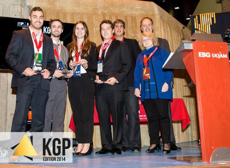 L'équipe gagnante dans la catégorie 1er cycle composée dePhilippe-Olivier Turgeon, Alexandre Thibault,Gabrielle Rondeau et David H. Robitaille, fiers représentants de la Faculté d'administration de l'Université de Sherbrooke.