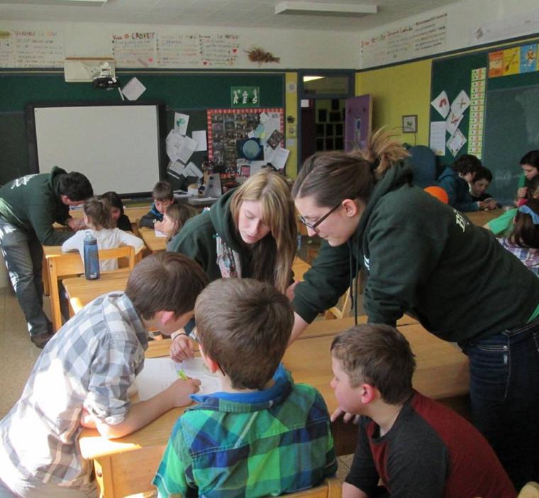 Les élèves sont en pleine démarche scientifique.