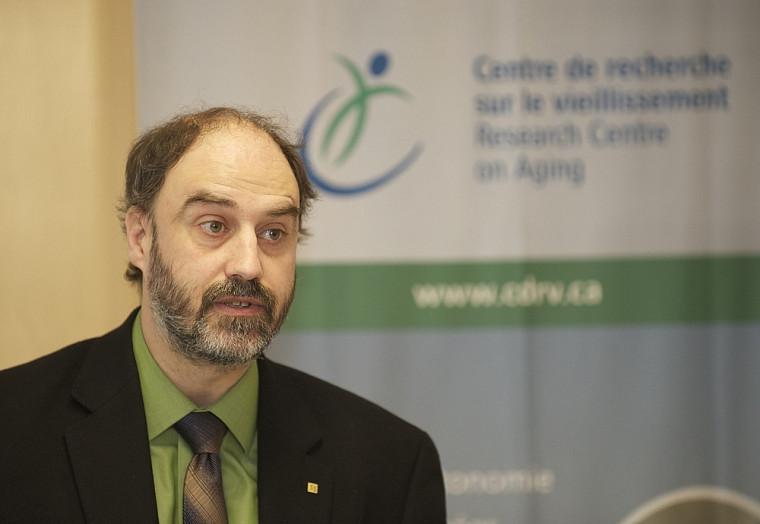 Le vice-recteur à la recherche Jacques Beauvais