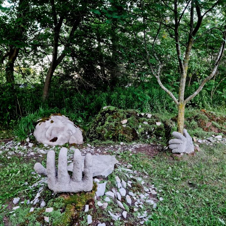Réminiscence, oeuvre réalisée par des étudiants du certificat en arts visuels de l'Université de Sherbrooke pour les Jardins réinventés de la Saint-François