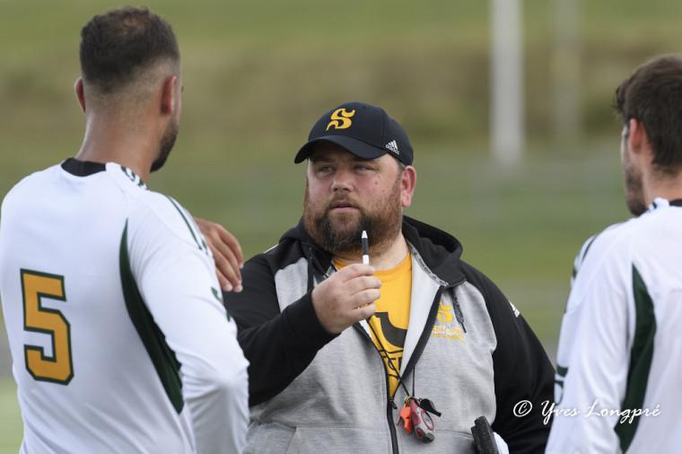 L'entraîneur-chef, David Guicherd, lors d'une récente séance du camp d'entraînement.de son équipe.