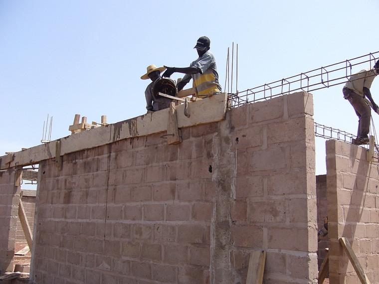 En 2008, une autre délégation du GCIUS a déjà réalisé un projet de four pour l'étuvage du riz au Burkina Faso.