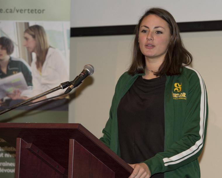 Roxane Hasseni s'est faite la porte-parole des athlètes du Vert&Or pour vanter les mérites du programme de bourses de la Corporation études-sports.