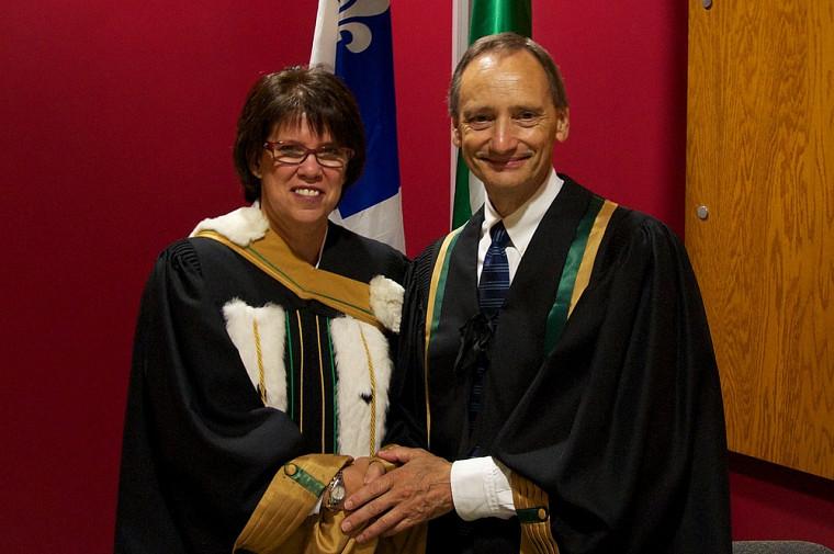 Le professeur émérite Rolland Viau accompagné de la rectrice.