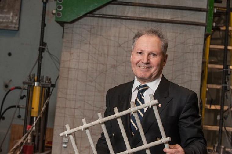 Le professeur Brahim Benmokrane pourra poursuivre ses travauxsur les armatures en matériaux composites novateurs en polymères renforcés de fibresgrâce au 4e renouvellement de sa chaire de recherche CRSNG.