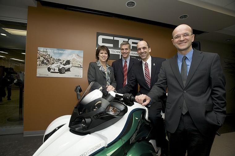 Luce Samoisette, Alain Desrochers, Steven Blaney et José Boisjoli, lors de l'annonce du projet le 20 décembre.