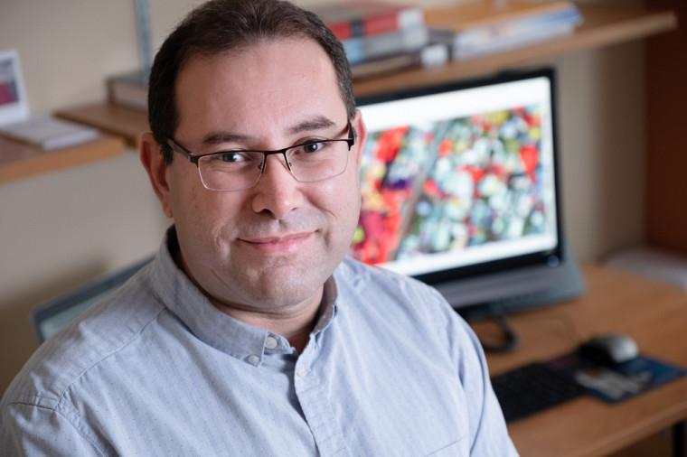 Le professeur Yacine Bouroubise spécialise dans les domaines du traitement des images numériques appliqué à différentes thématiques des sciences géomatiques.