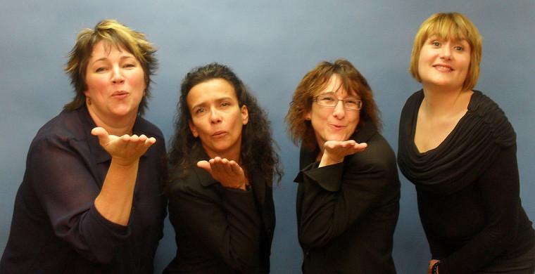 Les quatre interprètes régulières du SIPSE-SIPSE : Roxanne Gosselin, Joanne Deschênes, Marie-Chantal Clin et Isabelle Parenteau