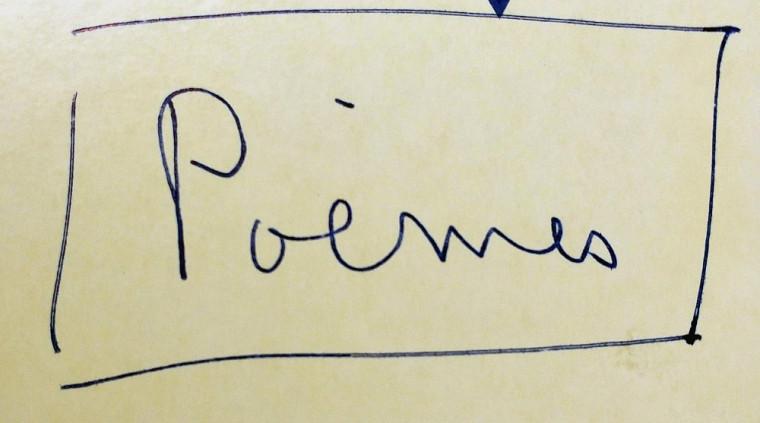 Le mot « Poèmes » écrit de la main d'Anne Hébert sur l'un de ses recueils