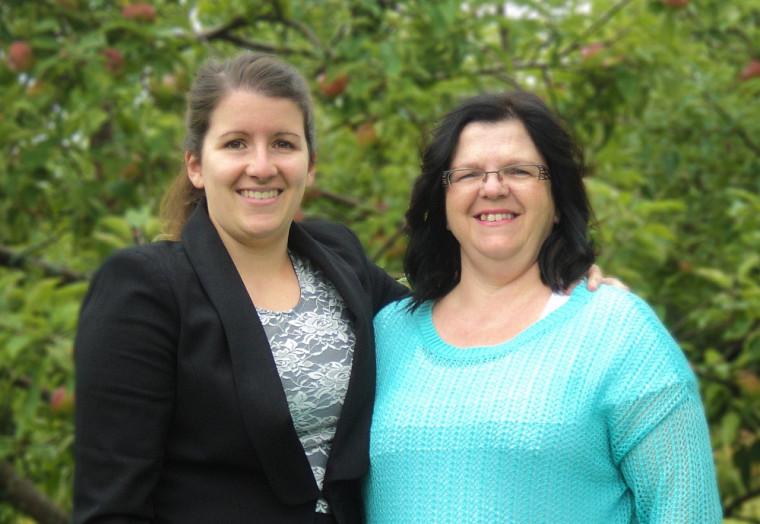 Myriam Lemelin et Linda Roberge, la fille et la mère, ont diplômé côte à côte.