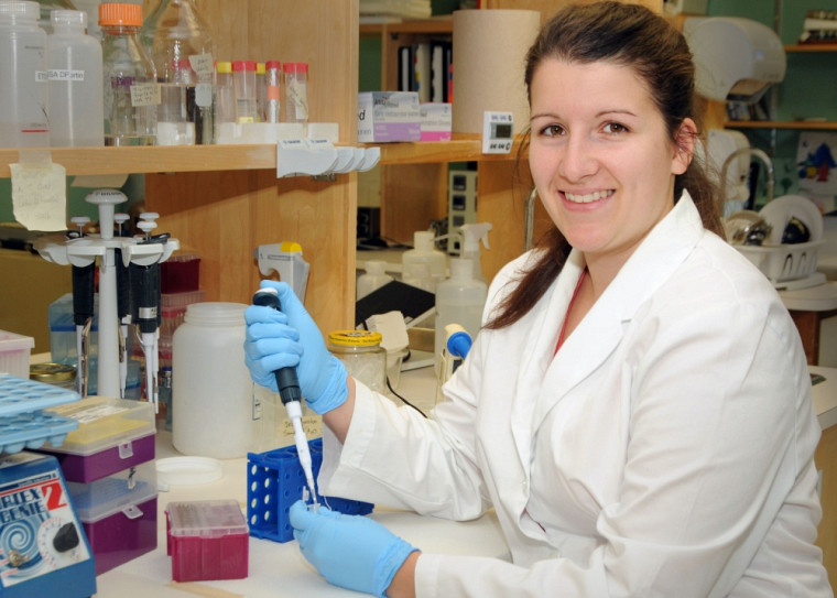 Myriam vient tout juste de commencer ses études de maîtrise en pharmacologie, à la Faculté de médecine et des sciences de la santé.