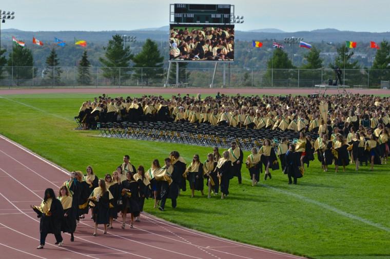 C'est par une belle journée ensoleillée que les diplômées et diplômés de 2013 ont célébré leur diplomation.