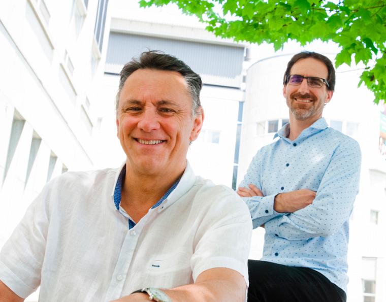 Le Pr Leduc et Pierre-Luc Boudreault, du laboratoire Marsault à l'IPS