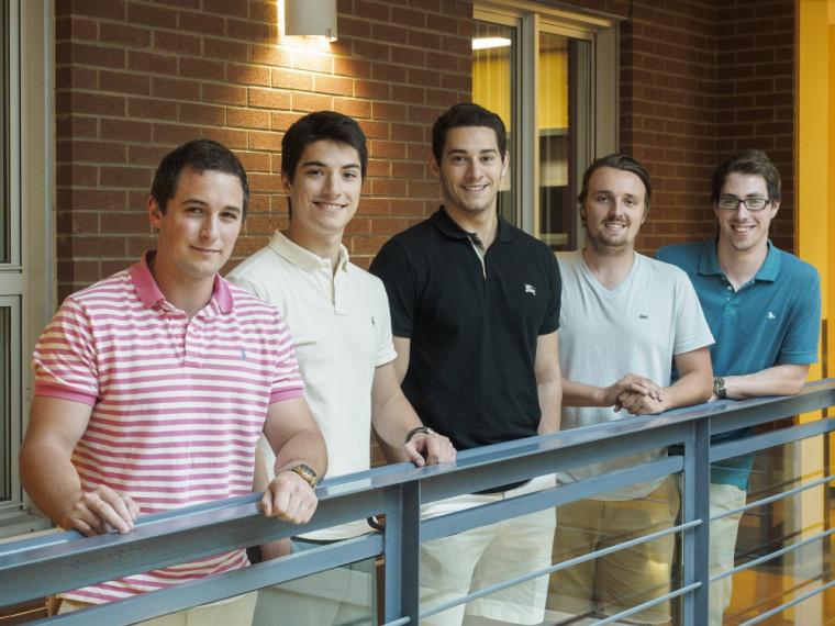 Les instigateurs du projet de gestion de portefeuille sont Alexandre Laforge, Marc-Antoine Caya, Charles Lussier-Bourque, Francis Léona-Éthier et Michaël Flansberry.