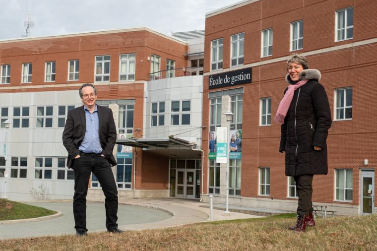 Le Pr Yves Trudel, directeur des programmes MBA à l'École de gestion, et Mme Josée Fortin, directrice générale de Sherbrooke Innopole.