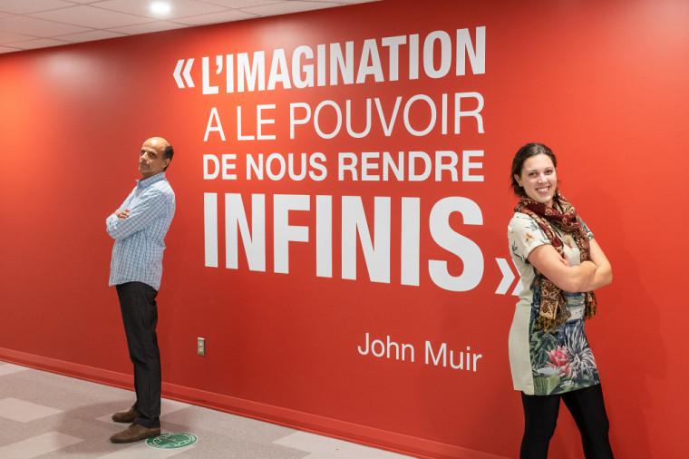 Jean Bibeau, professeur en entrepreneuriat à l'École de gestion, et Camille Brière, étudiante à la maîtrise en ergothérapie.