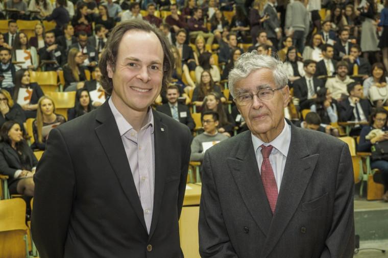 Le doyen Sébastien Lebel-Grenier en compagnie de l'honorable juge Louis LeBel.