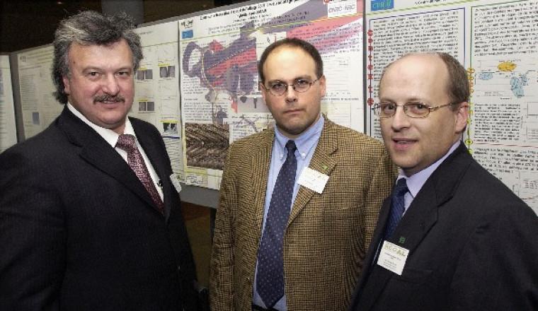 M. Joe Lombard, président de l\'aluminerie Alouette, M. Daniel Marceau, directeur du REGAL, et M. Gervais Soucy, président de cette deuxième édition de la Journée des étudiants du REGAL