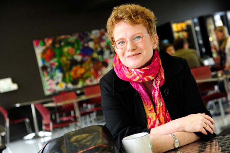 Marie Beaulieu, professeure-chercheuse à l'École de travail social de l'Université de Sherbrooke et au Centre de recherche sur le vieillissement du CIUSSS de l'Estrie - CHUS.