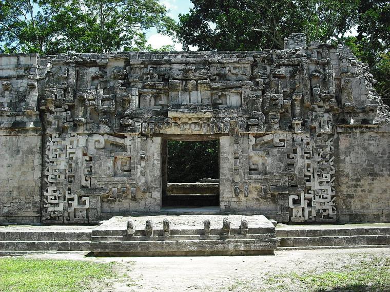 Boca de serpiente : ruines de Chicana, Mexique